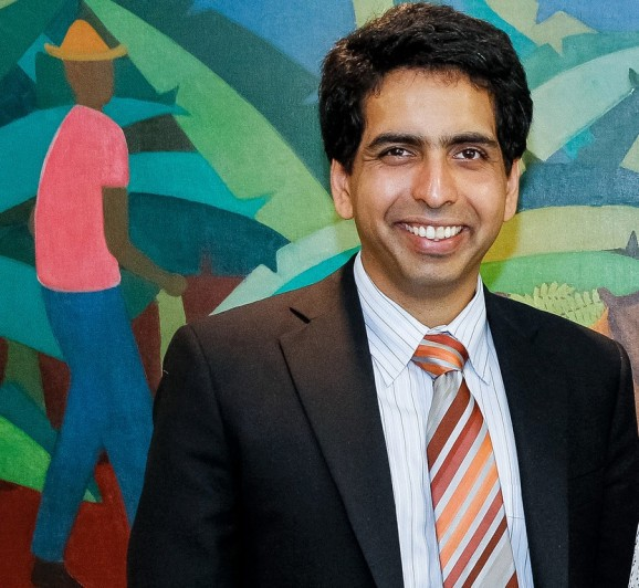 Khan Academy & Comcast team up to bring affordable Internet to low-income families
