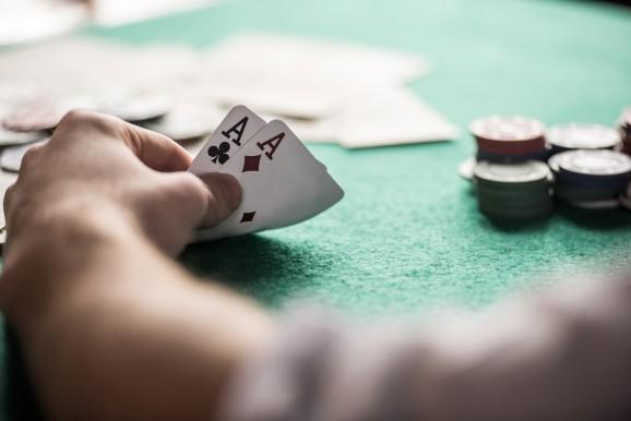 In a 'man vs. machine' poker contest, the machine is winning