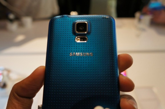 Samsung's Galaxy S5 and new Gear gadgets now available globally