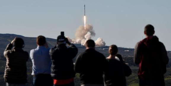 Why SpaceX wants to put 4,425 internet satellites into space