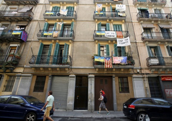 Barcelona steps up crackdown and fines on Airbnb