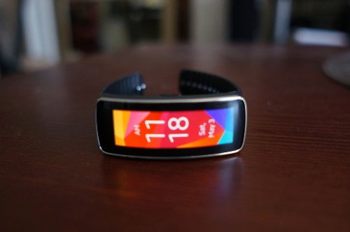 Samsung's Gear Fit is a striking — but empty — beauty (review)