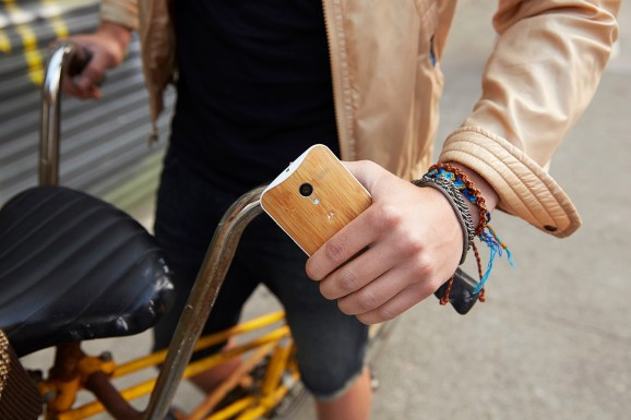 The wood Moto X is finally here