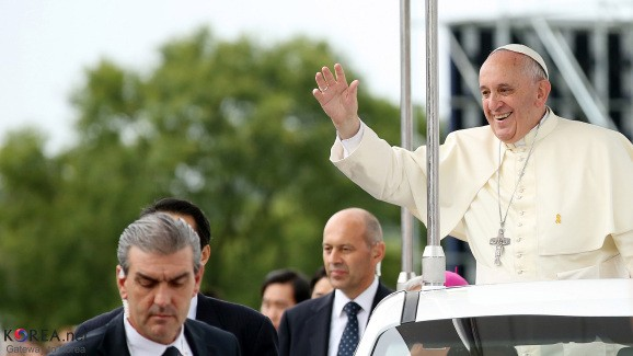 Pope Francis warns against deepfakes and tech 'barbarism'