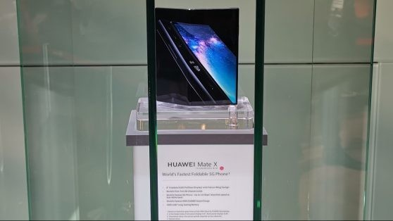 Huawei delays Mate X folding 5G phone until end of 2019