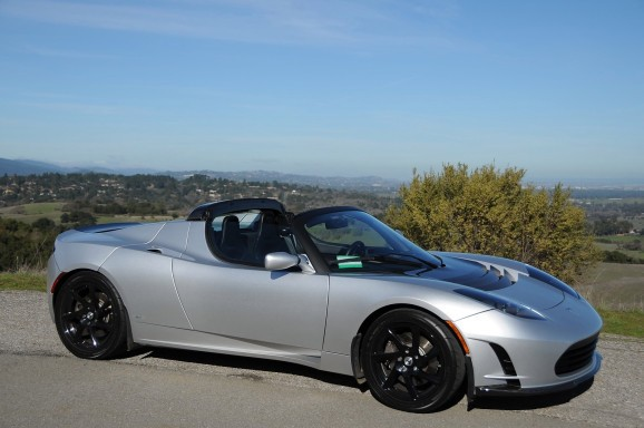Silicon Valley rich dudes rejoice: Tesla Roadsters getting replacement, 400-mile batteries