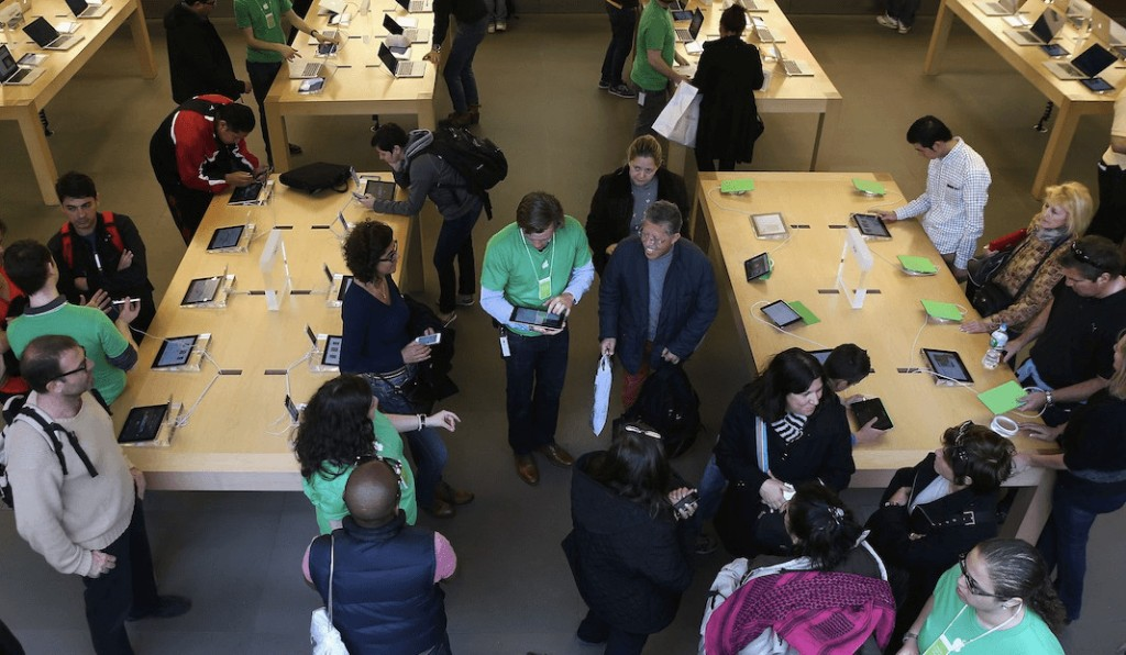 Apple is removing those clunky security cables from the iPhones in its stores