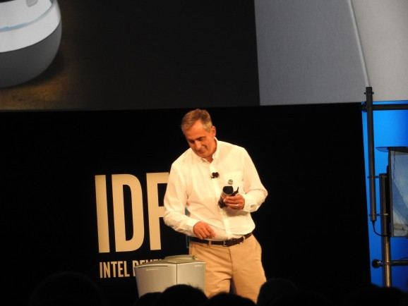 Smart robot delivers a Diet Coke to Intel chief on stage