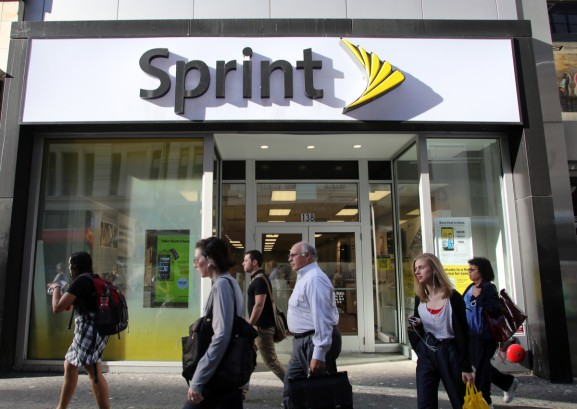 Sprint promises Samsung 5G phone for Summer 2019, assuming it's still here