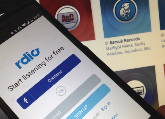 Rdio adds live radio broadcasts to its music-streaming app, launches with 500 U.S. stations