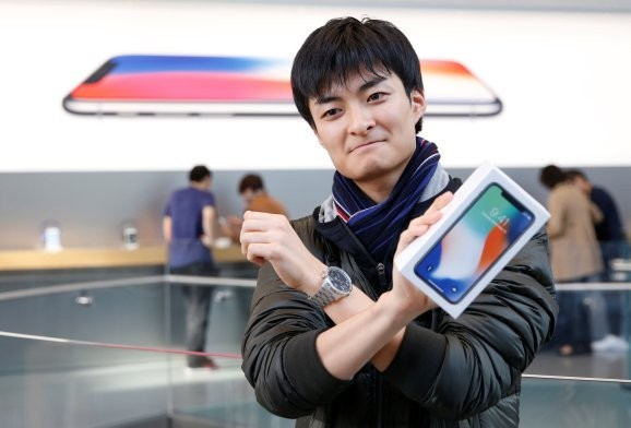 Apple reportedly resurrects iPhone X and drops XR price, but not for you