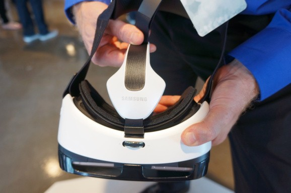 Oculus launches Samsung Gear VR Innovator Edition for virtual reality developers