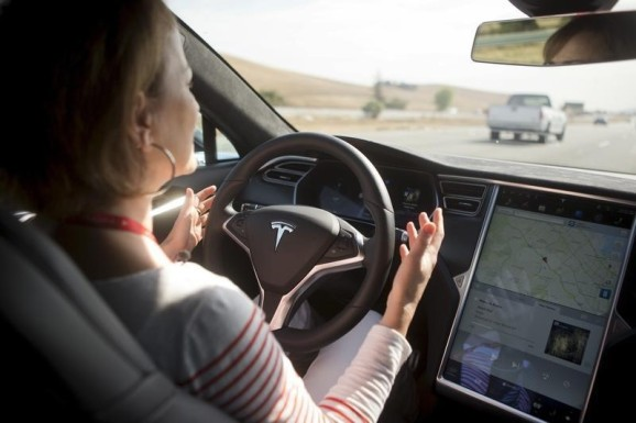 Consumer Reports criticizes Tesla for Autopilot: 'too much, too soon'