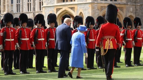 Trump kept the 92-year-old Queen of England waiting onstage for 15 minutes