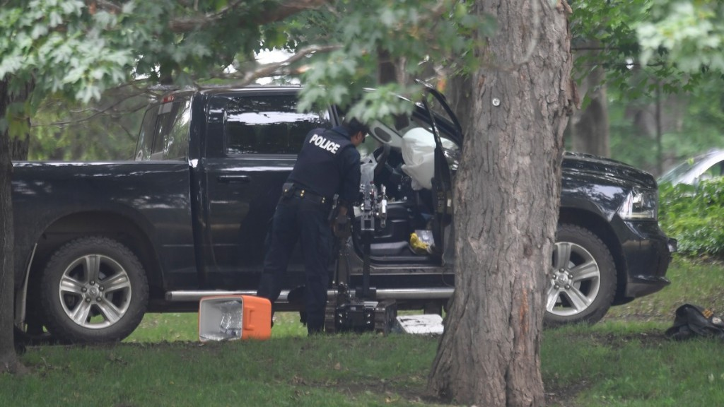 VICE - Armed Military Member Rammed Truck Through Gates Where Trudeau Lives