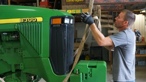 Tractor-Hacking Farmers Are Leading a Revolt Against Big Tech's Repair Monopolies