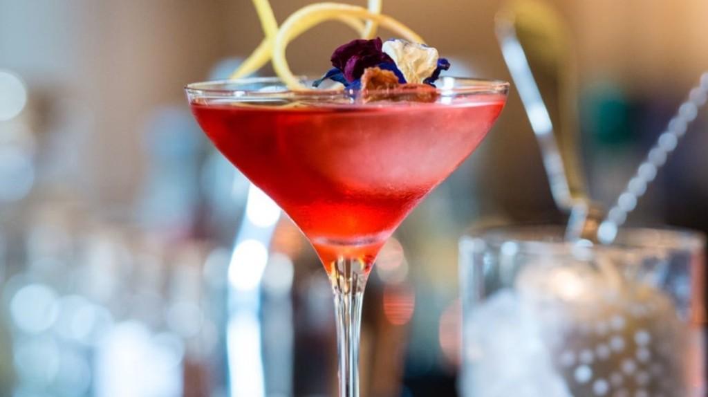 La storia del Cardinale, che non è solo un cocktail simile al Negroni