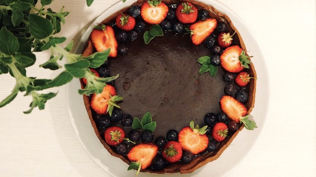 How to Make a Fancy Chocolate Tart Without Any Baking Tools