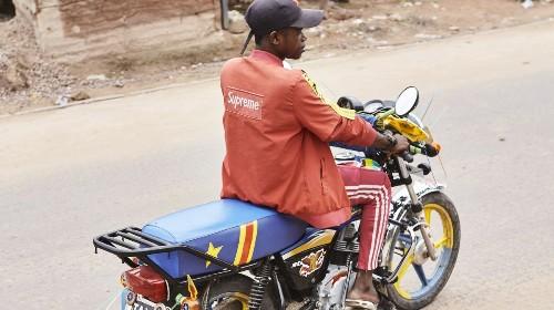 L'incroyable style des moto-taxis de Kinshasa
