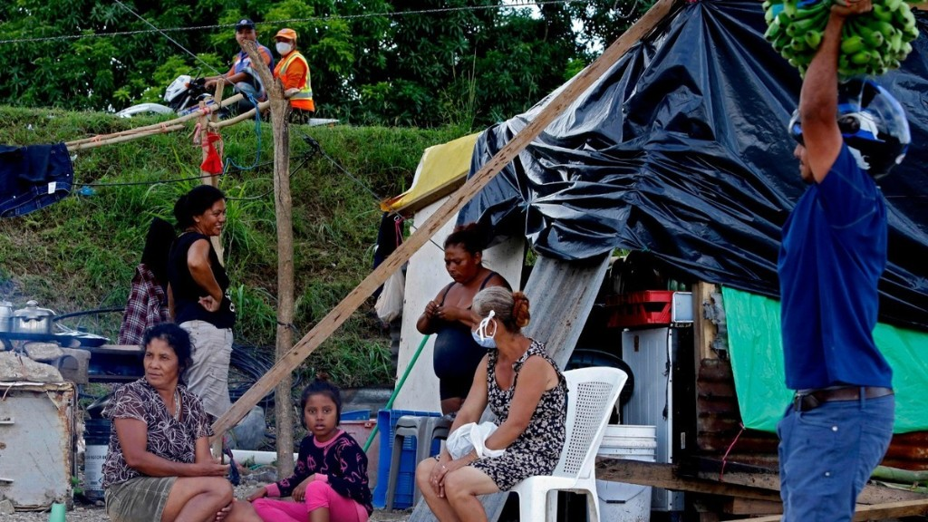 Half a Million Hondurans Displaced by Hurricanes Now Have to Wait Out More Rain