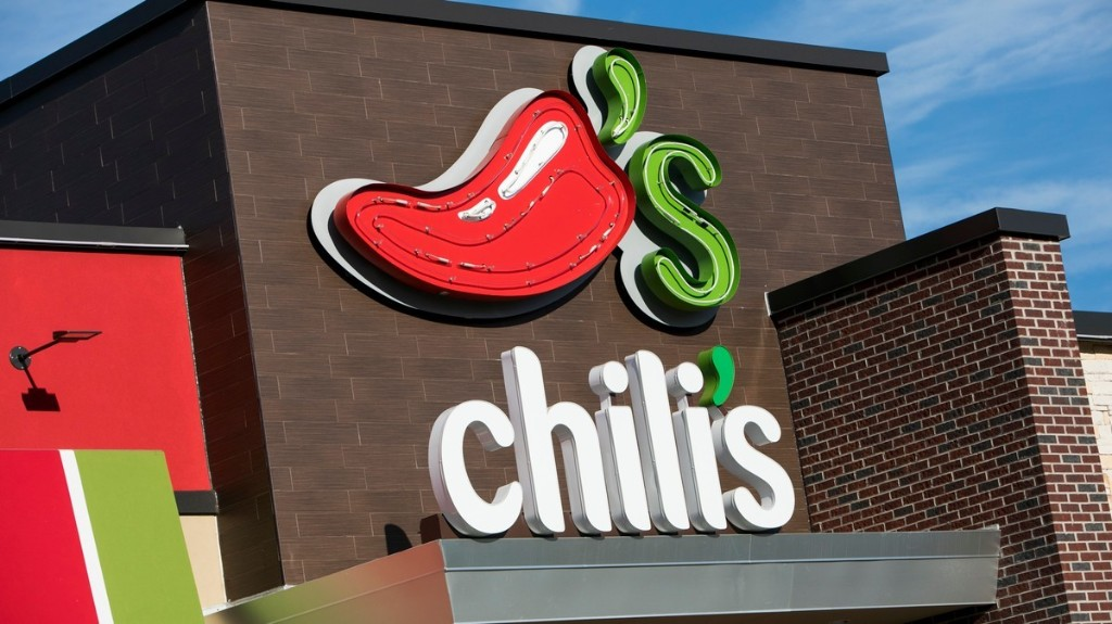 Family Caught on Video Attacking a Teen Chili's Hostess for Enforcing COVID Rules