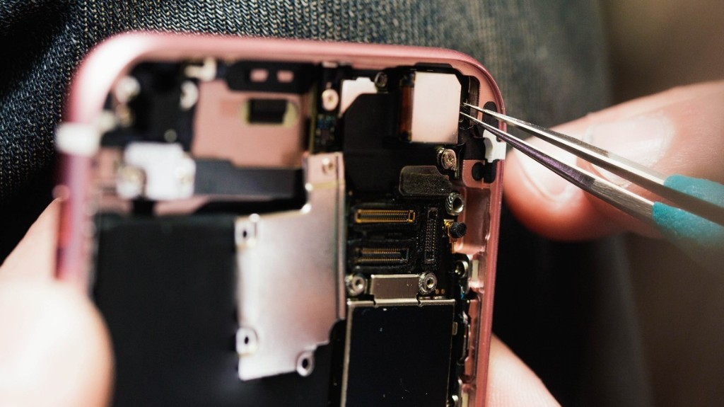 In Groundbreaking Decision, Feds Say Hacking DRM to Fix Your Electronics Is Legal