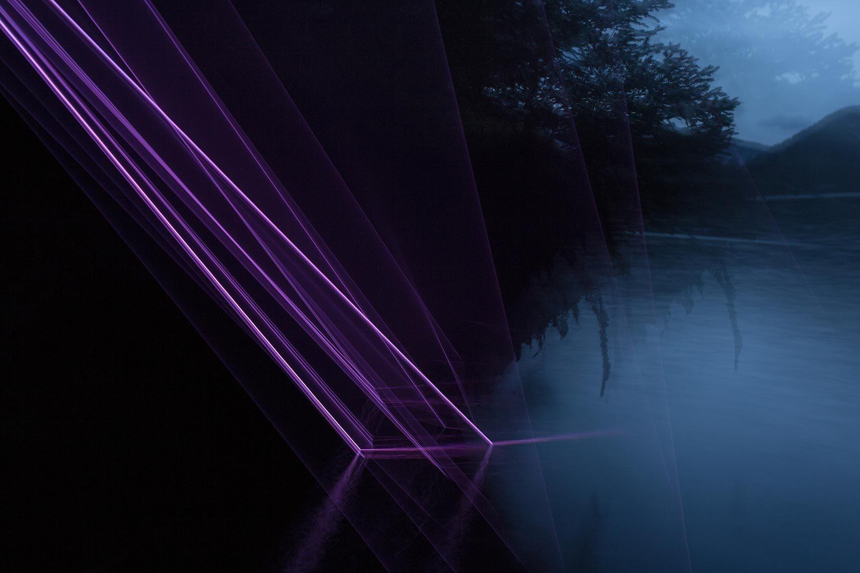 Esculturas de luz convierten la noche en un paisaje alienígena