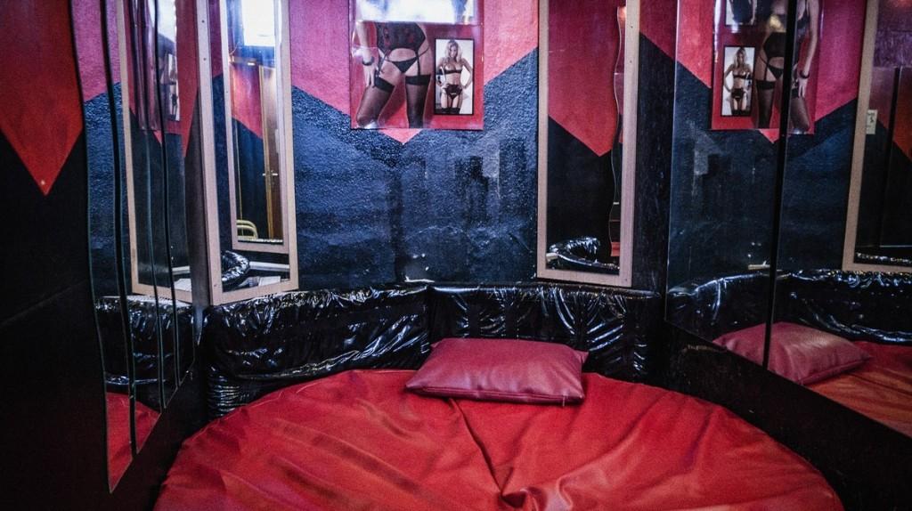 The Fetish Community Reviving Germany's Forgotten 'Masturbation Booths'