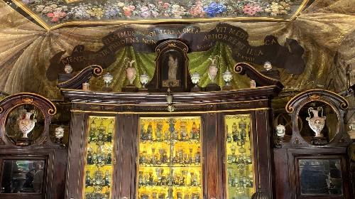 Nella farmacia più antica d'Europa a Roma c'erano un sacco di amari e medicinali alla cannabis