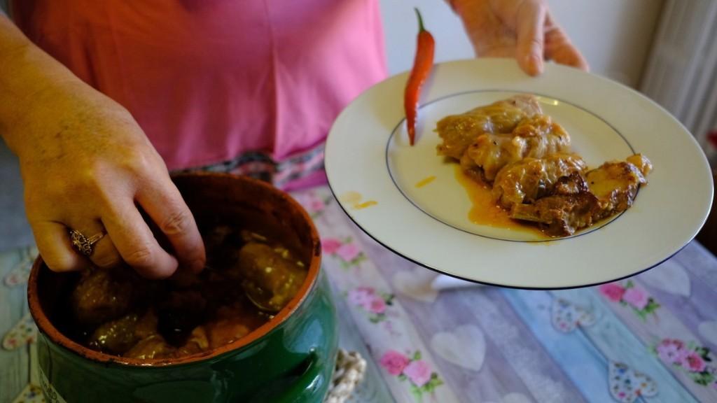 Come fare i Sarmale rumeni spiegato dalla badante di nonna