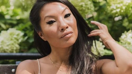 La crisi col porno di Asa Akira, la regina del sesso anale