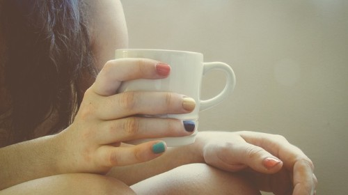 You're Holding Your Coffee Mug Wrong, According to Scientists