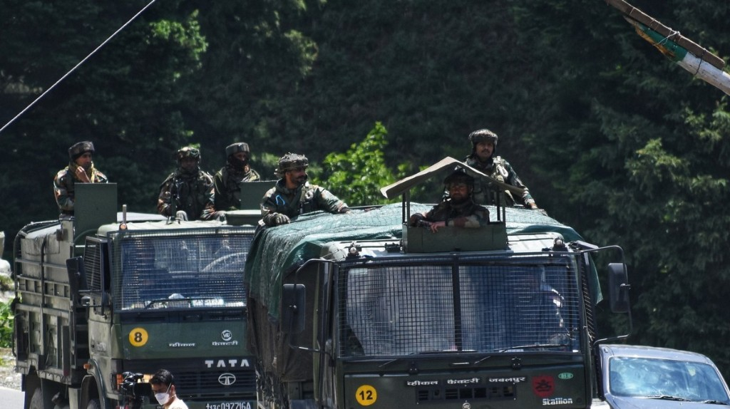 Why Did Soldiers Use Clubs and Stones, Rather Than Guns, to Fight at the Himalayan Border?