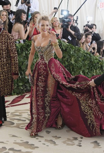 How Supermodel BFFs Lily Aldridge and Rosie Huntington-Whiteley Got Ready for the Met Gala