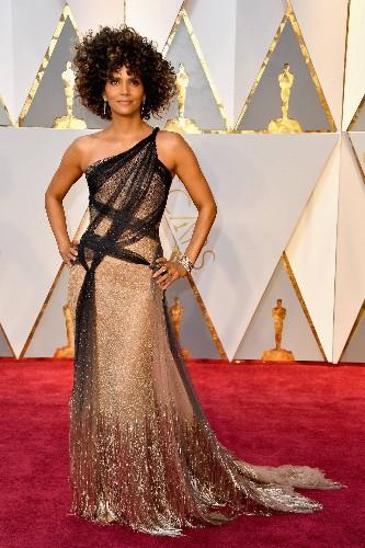 Halle Berry Shut Down the Oscars Red Carpet in Custom Atelier Versace