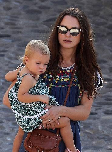 Keira Knightley, Kim Kardashian West, and More Women Who Turn Mom-Chic Hair Into an Art