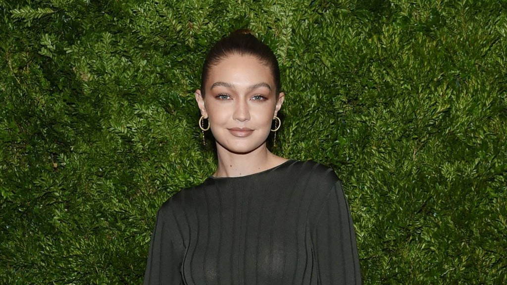 Gigi Hadid's First Mommy-and-Me Selfie Is a Bare-Faced Beauty Moment