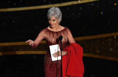 Jane Fonda Debuts Her Gray Hair at the Oscars and Sends a Powerful Beauty Message