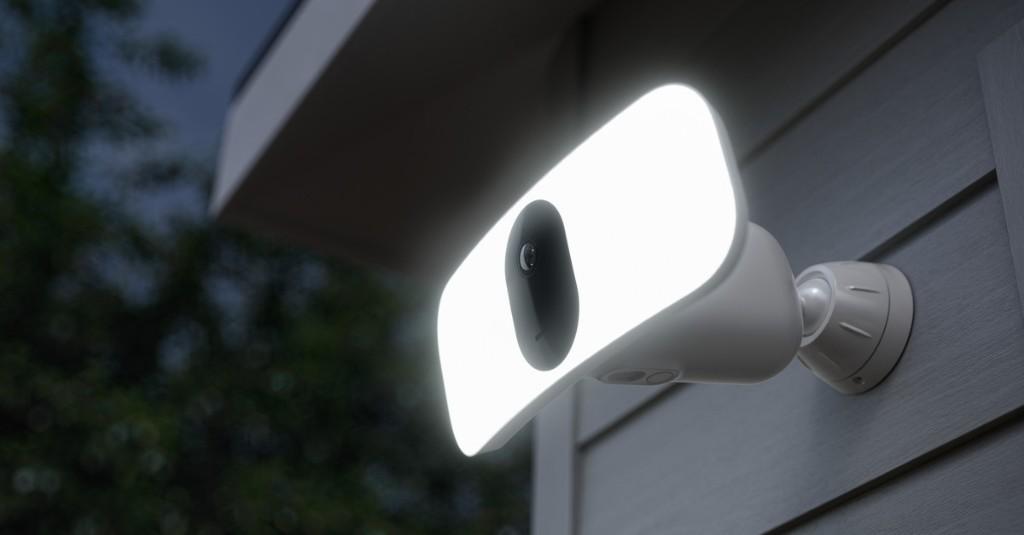 Arlo's new Floodlight Camera doesn't need any wiring