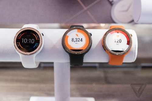 Motorola's fitness-focused Moto 360 Sport will be available in January