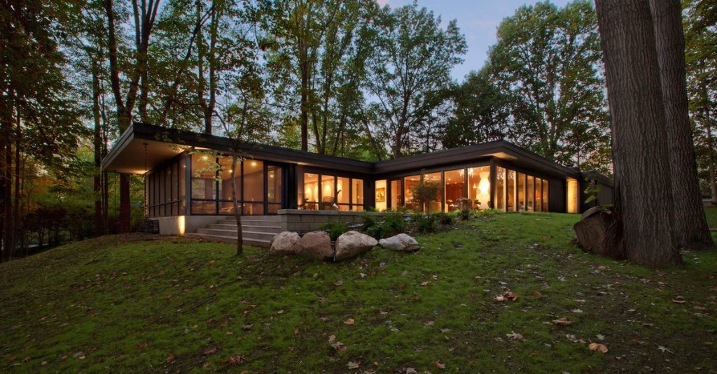 Local studio Haus recently completed a comprehensive renovation of a midcentury modern home in the Meridian Hills neighborhood of Indianapolis.