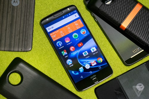 Lenovo lays off hundreds more from Moto phone division
