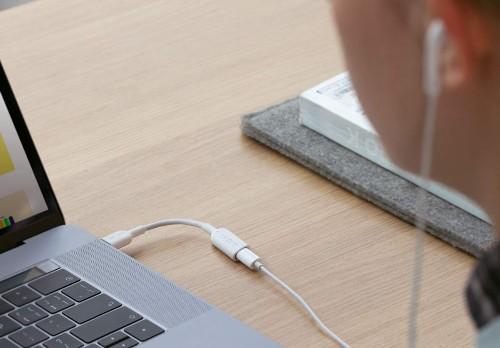Anker's latest dongle lets you use Lightning earbuds with USB-C devices