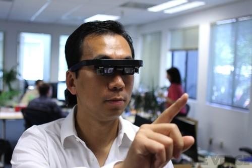 Atheer takes on Google Glass, conjures up a virtual tablet you control with 3D gestures