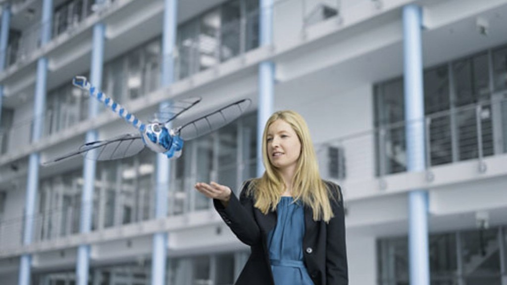 Dragonfly drone beats wings, flies backward like the real thing