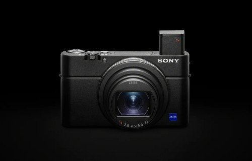 Sony's latest RX100 camera finally gets a mic jack