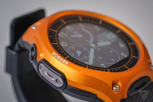Casio Smart Outdoor Watch review: Android Wear climbs a mountain
