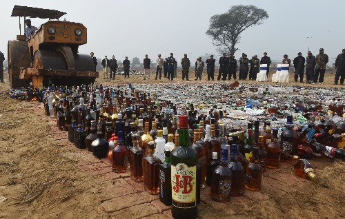 Giving teens alcohol to teach them responsible drinking may backfire