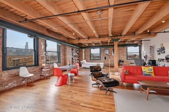 Live wall-free in this roomy West Town timber loft for $329K