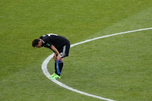 Lionel Messi can't convert penalty kick, and Argentina ties Iceland in tense World Cup match